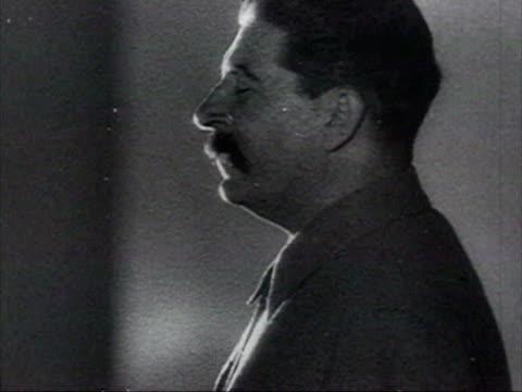 vídeos de stock e filmes b-roll de large crowds of civilians listening to stalin's public address through loudspeakers announcing russia at war audio / russia - joseph stalin