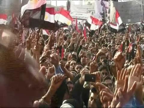 Large crown of antiMubarak protesters in Tahrir Square