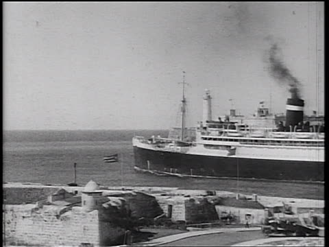 b/w 1934 large cruise ship pulling out of harbor / havana, cuba - prelinger archive stock-videos und b-roll-filmmaterial