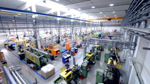 grande fabbrica con macchine - factory video stock e b–roll