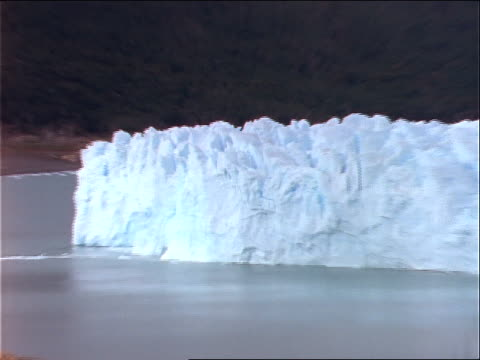 a large glacier extends from shore. - seeufer stock-videos und b-roll-filmmaterial