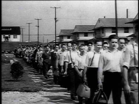 TS large group of Army recruits walking down a street / United States