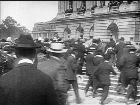 vídeos de stock e filmes b-roll de view large group of men and women running up steps of versaille france / documentary - 1919