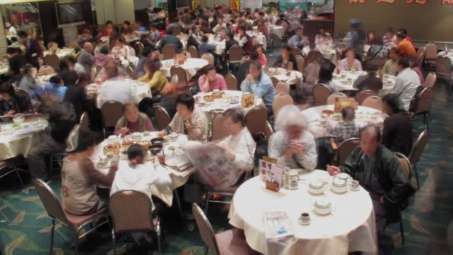 T/L WS HA Large group of people dining in restaurant / Hong Kong, China