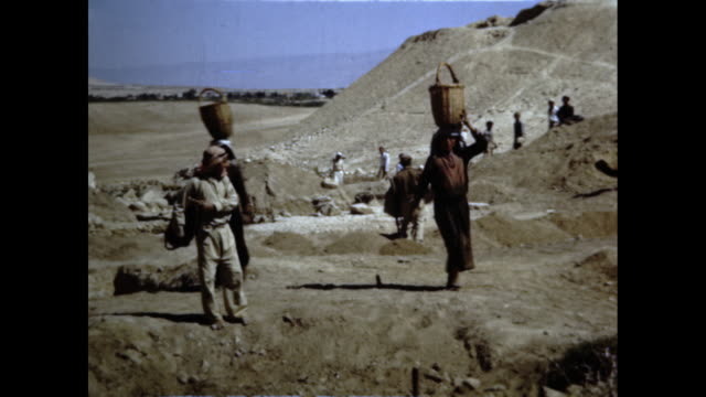 large group of people work in desert area possibly an archeological dig site - digging stock videos & royalty-free footage