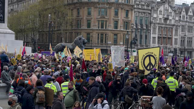 large group of protesters demonstrate in trafalgar square during a kill the bill protest on may 1, 2021 in london, united kingdom. this is the latest... - square stock videos & royalty-free footage