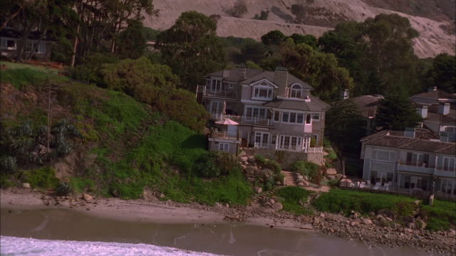 large homes lie along the coast of california. available in hd. - pazifikküste stock-videos und b-roll-filmmaterial