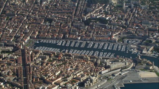 vídeos de stock e filmes b-roll de aerial large number of boats in marina/ zo traffic on coast/ marseilles, france - afastar imagem