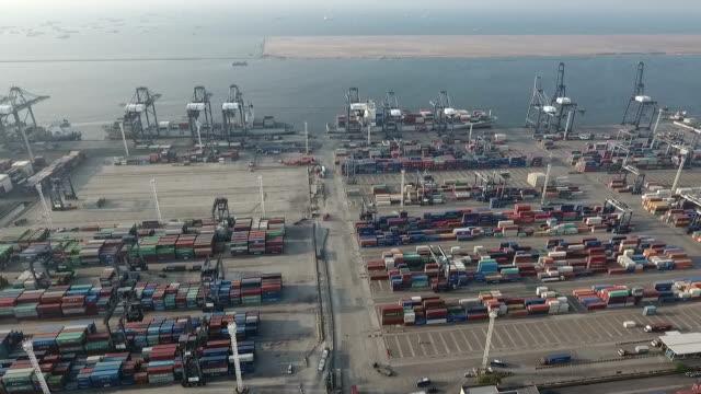 vídeos y material grabado en eventos de stock de a large number of containers, aerial - java
