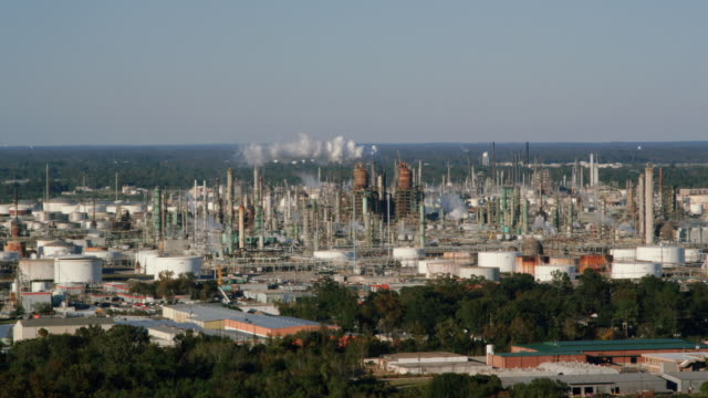 large oil refinery plant, baton rouge, louisiana, usa - baton rouge stock-videos und b-roll-filmmaterial