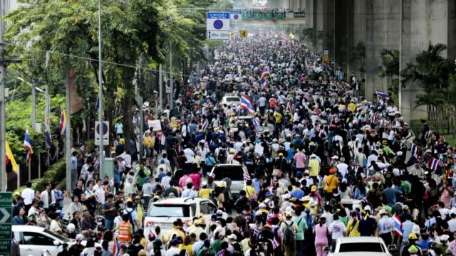 stockvideo's en b-roll-footage met grote mensen protesten; timelapse. - vakbond