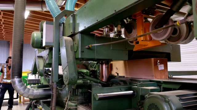 large pieces of timber being trimmed to size - attrezzatura industriale video stock e b–roll