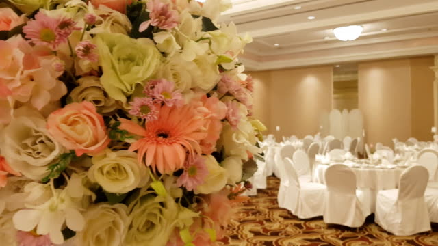 large pink bouquet of hydrangeas and roses stands on dinner table in luxurious hall - stabilimento sportivo video stock e b–roll