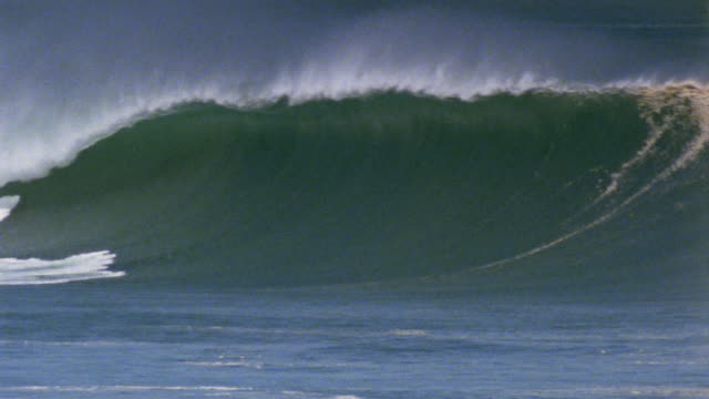 ws large pipeline wave/ puerto escondido, mexico - pipeline wave stock videos and b-roll footage