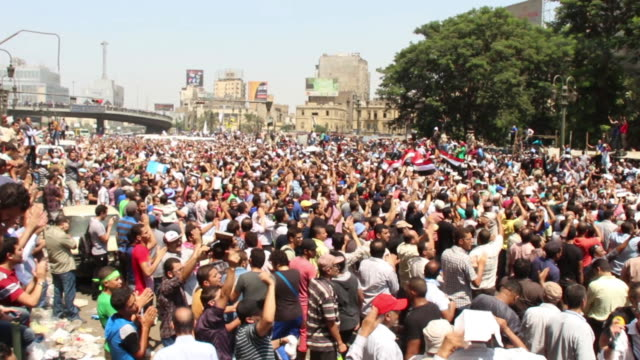 vídeos de stock, filmes e b-roll de large rally of muslim brotherhood supporters on august 16 2013 in cairo egypt - arab spring