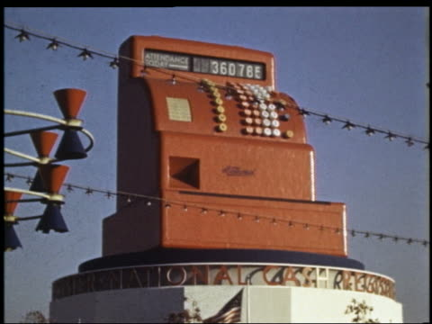 1939 large red cash register spins on top of national cash register building / ny world's fair - esposizione universale di new york video stock e b–roll