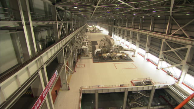 vidéos et rushes de ws ha large room at huaneng yuhuan ultra supercritical power plant, yuhuan county, zhejiang, china - personne secondaire