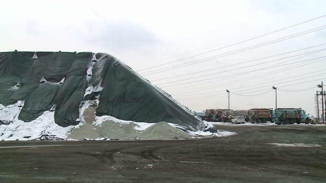 wgn large salt pile and trucks in chicago to help address potential icy roads on dec 29 2017 - salt mineral stock videos & royalty-free footage