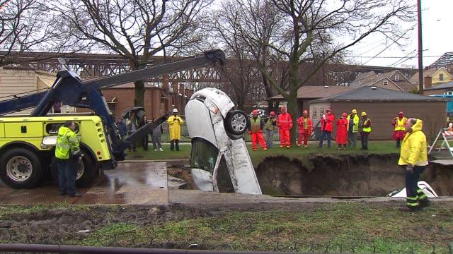 vídeos de stock, filmes e b-roll de large sinkhole in the south deering neighborhood swallowed numerous cars on in chicago illinois - caldeirão água parada