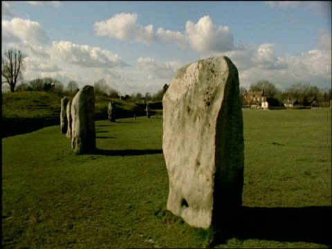 ms large standing stone, avebury stone circle, wiltshire, united kingdom - obelisk stock videos & royalty-free footage