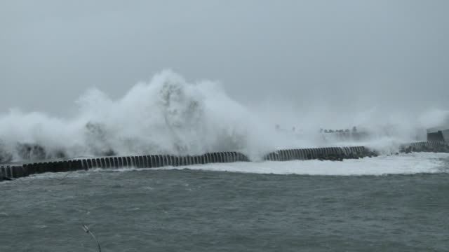 large storm surge waves from typhoon megi crash into a port in eastern taiwan on 27th september 2016 - メギ点の映像素材/bロール