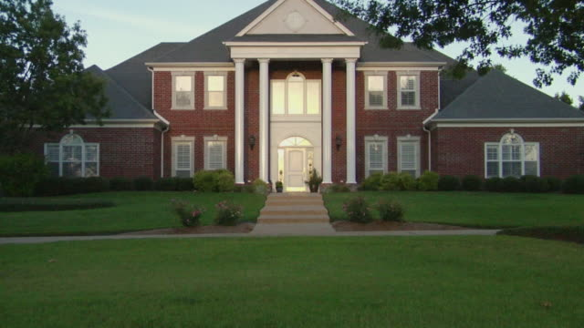 ws zi large suburban home with columns and lawn/ ms door/ temple, texas - 煉瓦点の映像素材/bロール