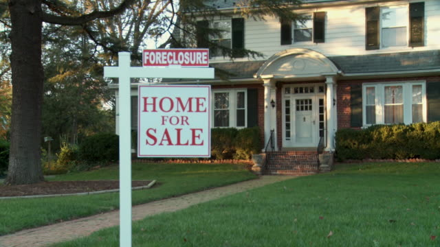 ms, zi, large suburban house with 'for sale' sign in front yard, richmond, virginia, usa - recession stock videos & royalty-free footage