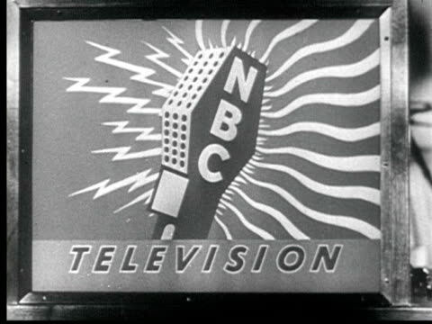 vídeos de stock, filmes e b-roll de 1945 b/w cu large television screen. nbc station wnbt signing on / new york city, usa / audio - 1945