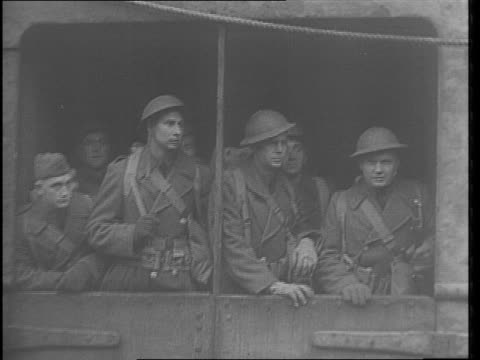 vídeos de stock, filmes e b-roll de large troopship with '1917' superimposed / soldiers on deck pan of ss canterbury arriving in ireland / superimpose '1942' tiltdown view of soliders... - savory food