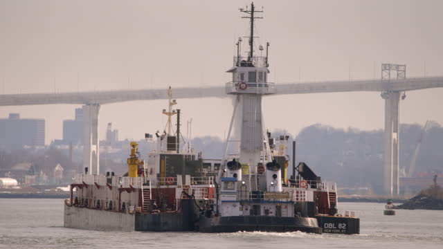 large tugboat pushing barge in elizabeth nj - trade union stock videos & royalty-free footage