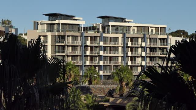 large upscale modern architectural condo apartment complex - campo totale video stock e b–roll