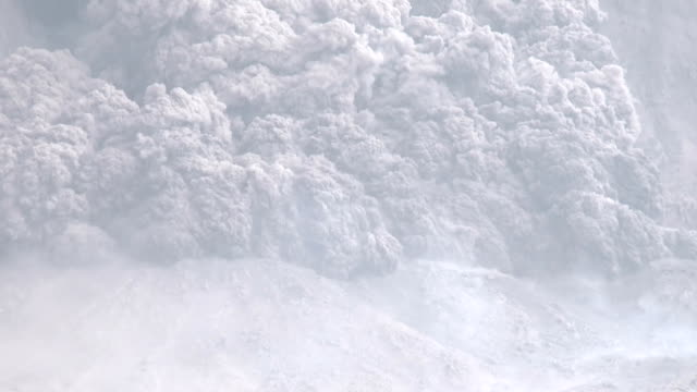 large volcano eruption and pyroclastic flow slow pan - pyroklastischer strom stock-videos und b-roll-filmmaterial