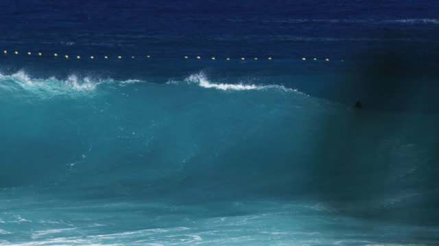 vidéos et rushes de large wave on reunion island - dom tom