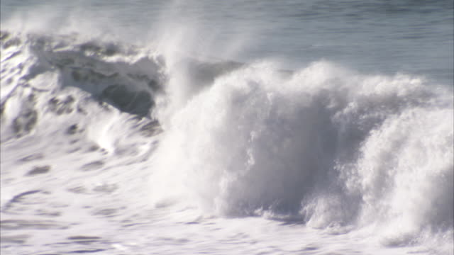 a large wave rolls onto the oregon coast. available in hd. - oregon coast stock videos & royalty-free footage