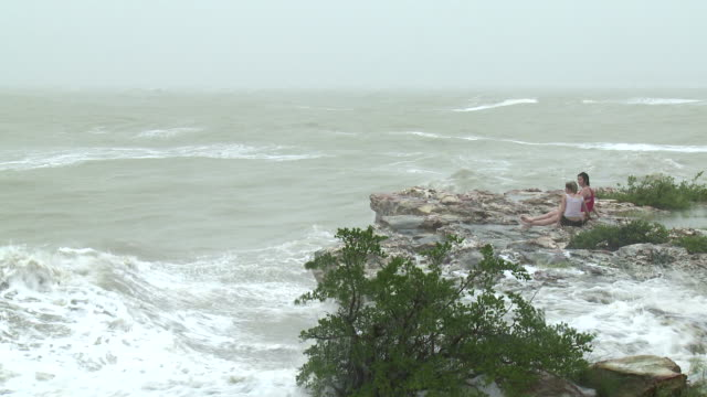 Large waves crash into cliff onto two girls during cyclone Carlos in Darwin / AUDIO