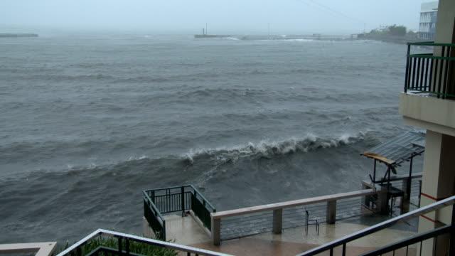 vídeos de stock, filmes e b-roll de large waves from approaching powerful typhoon ramassun crash into legaspi city waterfront on 15th july 2014 - quebra mar