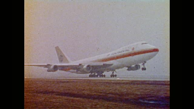 vidéos et rushes de large white passenger aircraft boeing 747 takes off into the sky - transport aérien