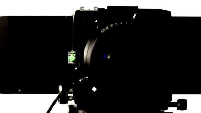 hd large-format camera front view tracking shot - bländare bildbanksvideor och videomaterial från bakom kulisserna