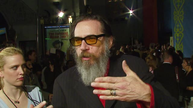 larry charles on how he directed borat comparing borat to seinfeld and larry david and how digital video filmmaking helped in the creation of the... - borat sagdiyev stock-videos und b-roll-filmmaterial