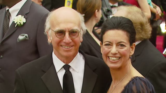larry david and wife laurie david at the 2007 academy awards arrivals at the kodak theatre in hollywood, california on february 25, 2007. - 後ろで束ねた髪点の映像素材/bロール