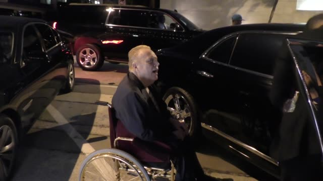 vídeos de stock, filmes e b-roll de interview larry flynt talks about bill cosby lawsuit while leaving craig's restaurant in west hollywood in celebrity sightings in los angeles - lawsuit