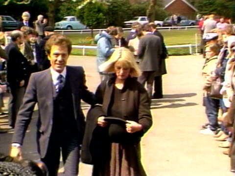 larry grayson and lionel blair arrive for the funeral of diana dors - lionel blair stock videos & royalty-free footage