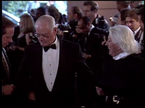 stockvideo's en b-roll-footage met larry hagman at the 2005 night of 100 stars oscar party at the beverly hilton in beverly hills, california on february 27, 2005. - 77e jaarlijkse academy awards