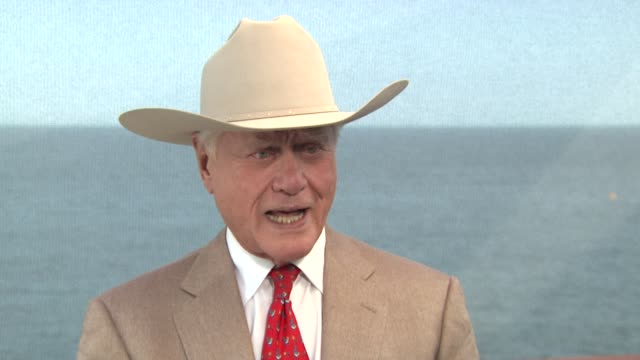 larry hagman on bonding during those early years on the show dallas, shares fond memories. at the 50th monte carlo tv festival - larry hagman... - テレビ番組点の映像素材/bロール