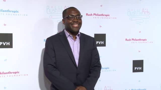 vídeos y material grabado en eventos de stock de larry osseimensah at russell simmons' rush philanthropic arts foundation's annual rush hearts education luncheon at the plaza hotel on march 11 2016... - russell simmons