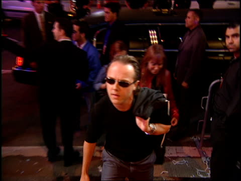lars ulrich arriving to the 2000 mtv video music awards red carpet - メタリカ点の映像素材/bロール