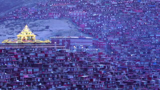 vidéos et rushes de larung gar larung cinq sciences (académie bouddhiste). un célèbre lamaserie de la seda, sichuan, en chine. - seda