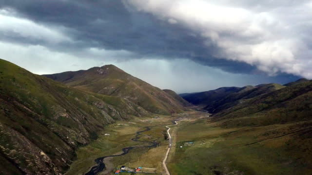 larung valley around seda wuming tibetan buddhist institute - seda stock videos & royalty-free footage