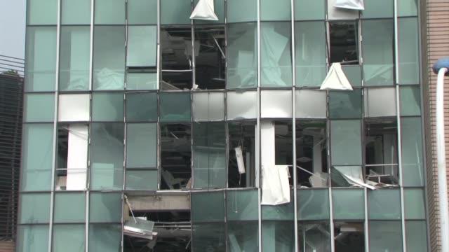vídeos de stock, filmes e b-roll de las autoridades chinas seguian combatiendo este viernes el incendio que se produjo el miercoles en el puerto de tianjin por unas violentas... - tianjin