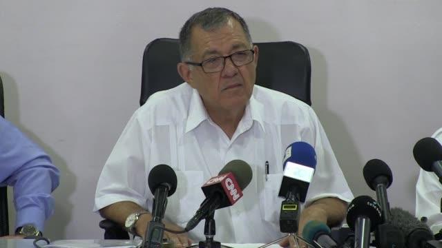 las autoridades cubanas elevaron el sabado a 110 el numero de muertos en el accidente aereo del viernes en la habana - numero stock videos & royalty-free footage